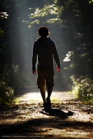 歩くことで感じた姿勢がカットにも通じる