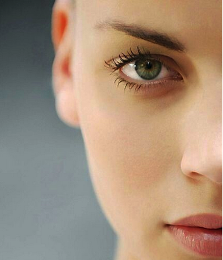 肌トラブルの原因と食事