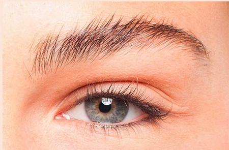 眉毛の形でイメージを変える