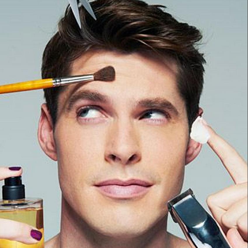男性のスキンケアー化粧品と男の持ち物